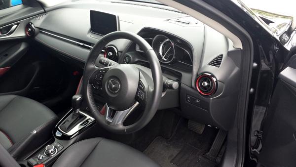 マツダ新型CX-3 運転席
