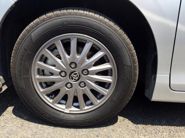 トヨタ新型エスクァイア ハイブリッド車アルミホイール