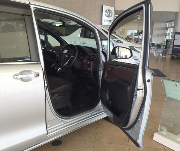 トヨタ新型エスクァイア  ドア