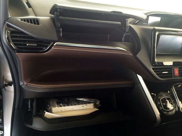 トヨタ新型エスクァイア 収納