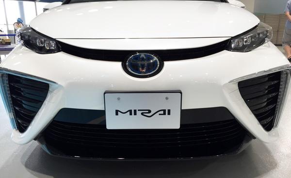 FCV燃料電池自動車トヨタMIRAI(ミライ) LEDヘッドライト