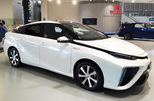FCV燃料電池自動車トヨタMIRAI(ミライ)ツートーン ホワイトパールクリスタルシャイン