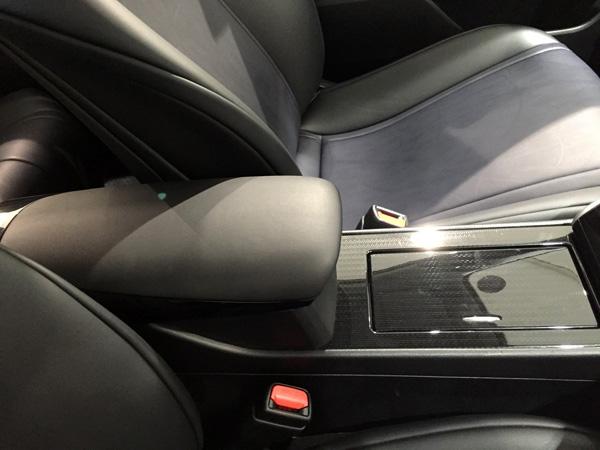 FCV燃料電池自動車トヨタMIRAI(ミライ)センターコンソールボックス