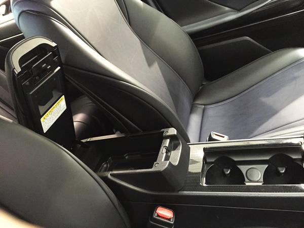 FCV燃料電池自動車トヨタMIRAI(ミライ)カップホルダー