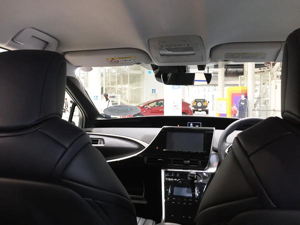 FCV燃料電池自動車トヨタMIRAI(ミライ)後席からの視界