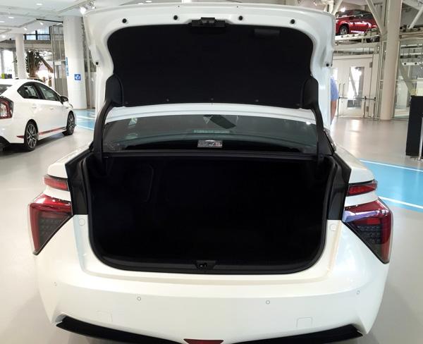 FCV燃料電池自動車トヨタMIRAI(ミライ)ラゲッジスペース