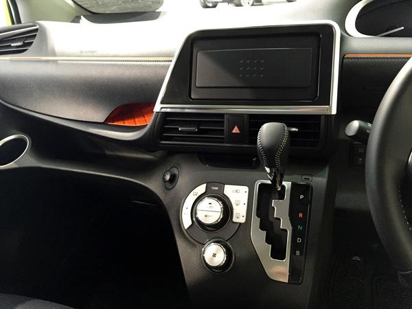 トヨタ新型シエンタ 本革巻きシフトノブ