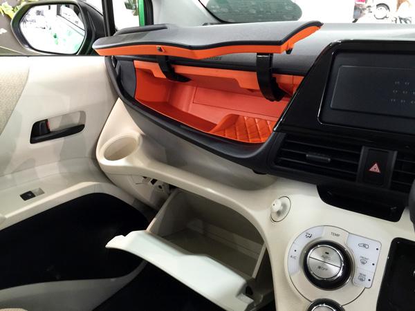 トヨタ新型シエンタ 助手席アッパーボックス