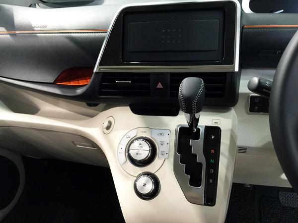 トヨタ新型シエンタ 回転式買い物フック