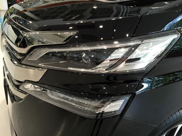 トヨタ新型ヴェルファイア LEDヘッドライト