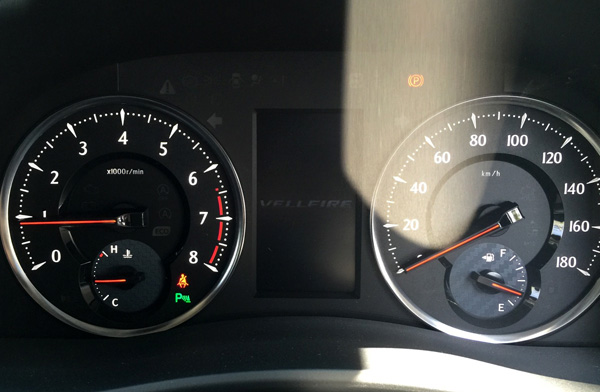 トヨタ新型ヴェルファイア ガソリンエンジンモデルのオプティトロンメーター