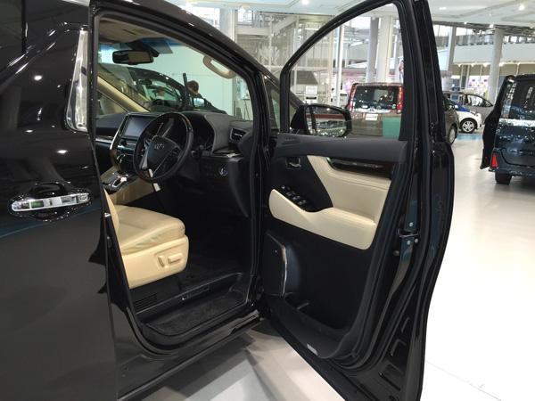 トヨタ新型ヴェルファイア 運転席インテリア