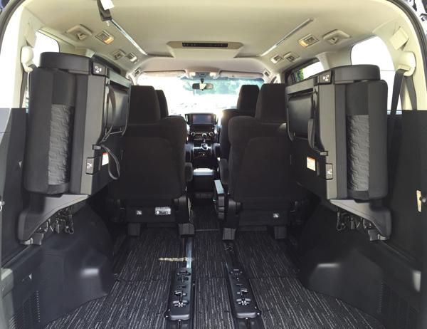 トヨタ新型ヴェルファイア サードシート跳ね上げ式
