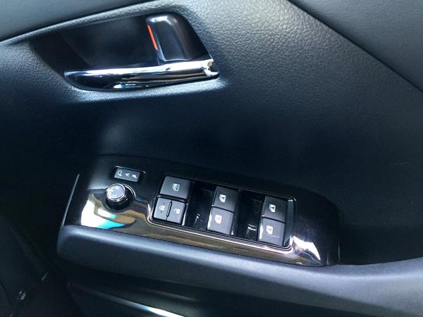トヨタ30系新型アルファード 黒木目調ドアパネル