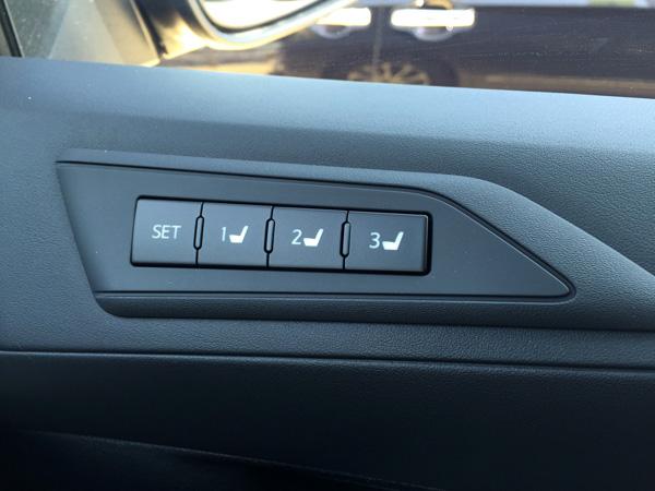 トヨタ30系新型アルファード シート位置記憶ボタン