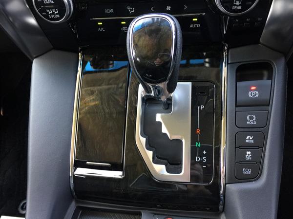 トヨタ30系新型アルファード 電気パーキングブレーキ