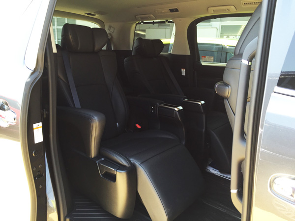 トヨタ30系新型アルファード 本革2列目キャプテンシート オットマン