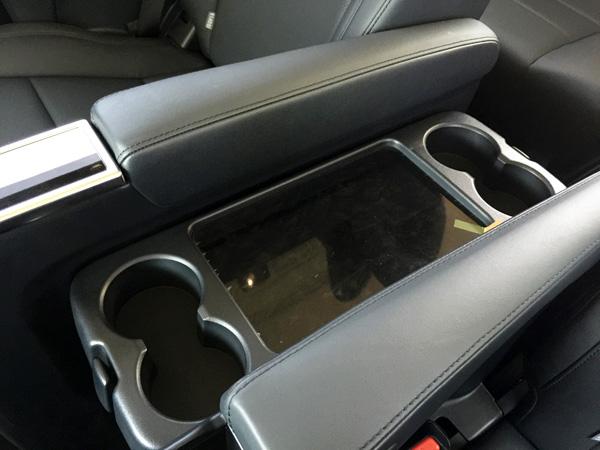 トヨタ30系新型アルファード 2列目テーブル