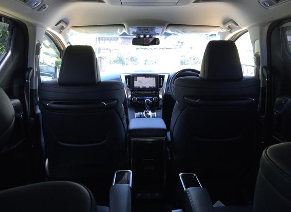 トヨタ30系新型アルファード 後席からの視界
