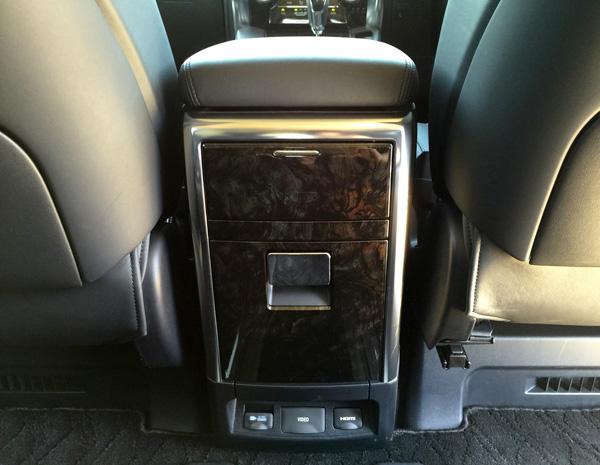 トヨタ30系新型アルファード 2列目収納