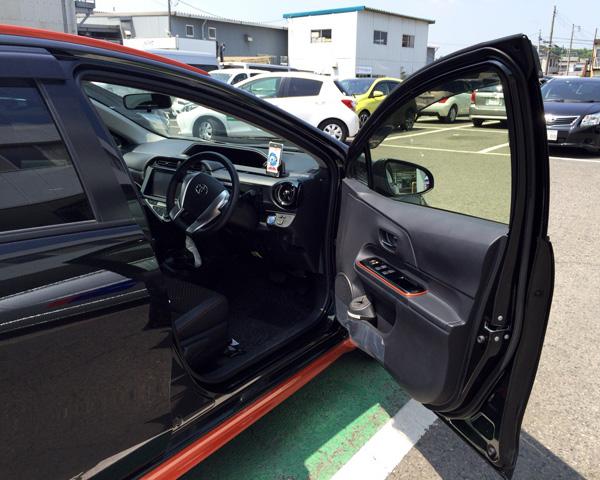 トヨタ・アクア 運転席ドア
