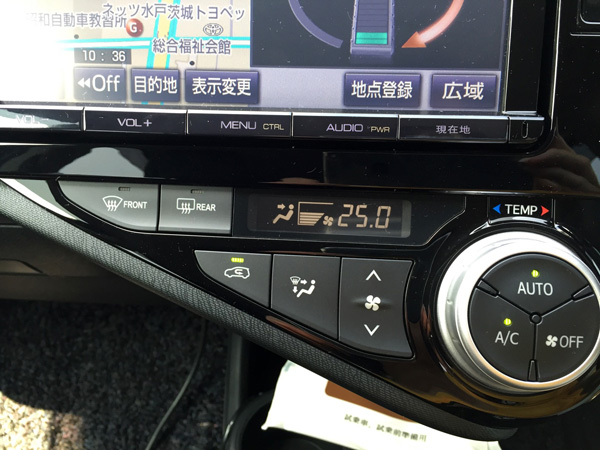 トヨタ・アクア デジタル表示オートエアコン