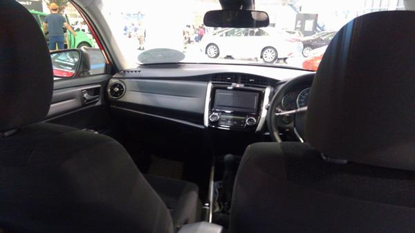 トヨタ・カローラフィールダー 後部座席からの視界