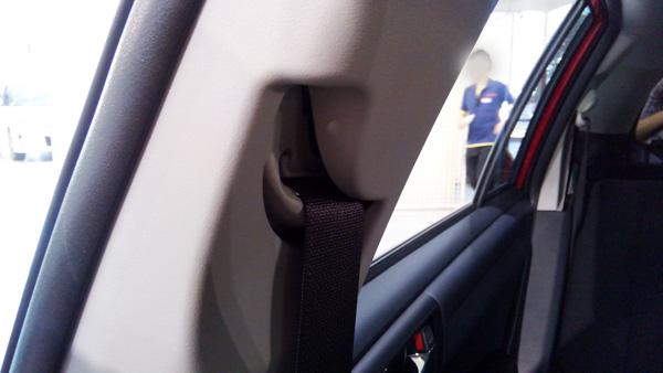 トヨタ・カローラフィールダー シートベルト