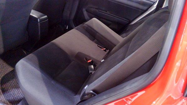 トヨタ・カローラフィールダー 後部座席