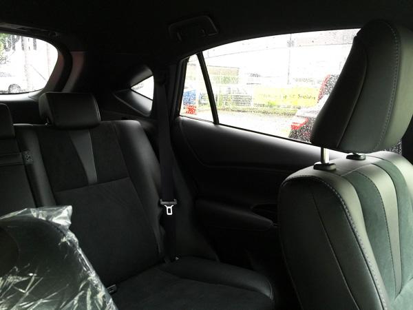 トヨタ・ハリアー 後部座席