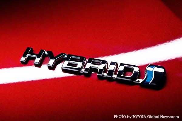 トヨタ新型プリウス ハイブリッドプレート