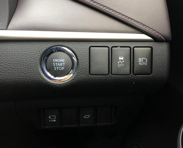 トヨタ・新型ハリアー スタートボタン