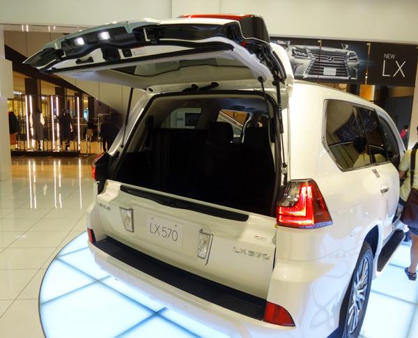 レクサス新型LX570 バックドア