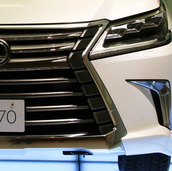 レクサス新型LX570 スピンドルグリル