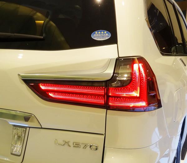 レクサス新型LX570 LEDリヤコンビネーションランプ