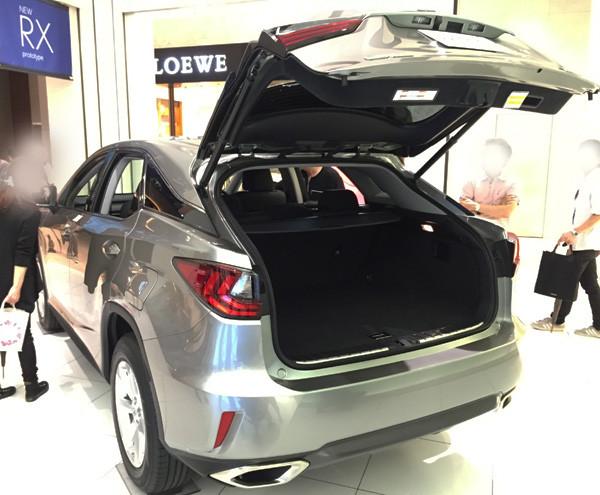 レクサス新型RX 200t バックドア