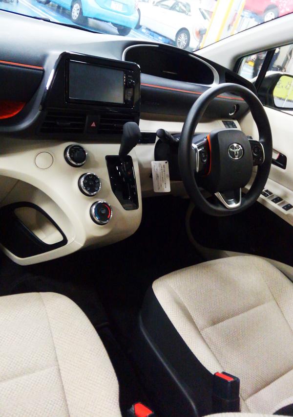 トヨタ新型シエンタ 運転席