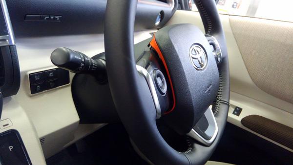 トヨタ新型シエンタ ハンドル