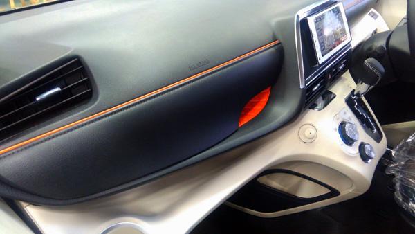 トヨタ新型シエンタ グローブボックス