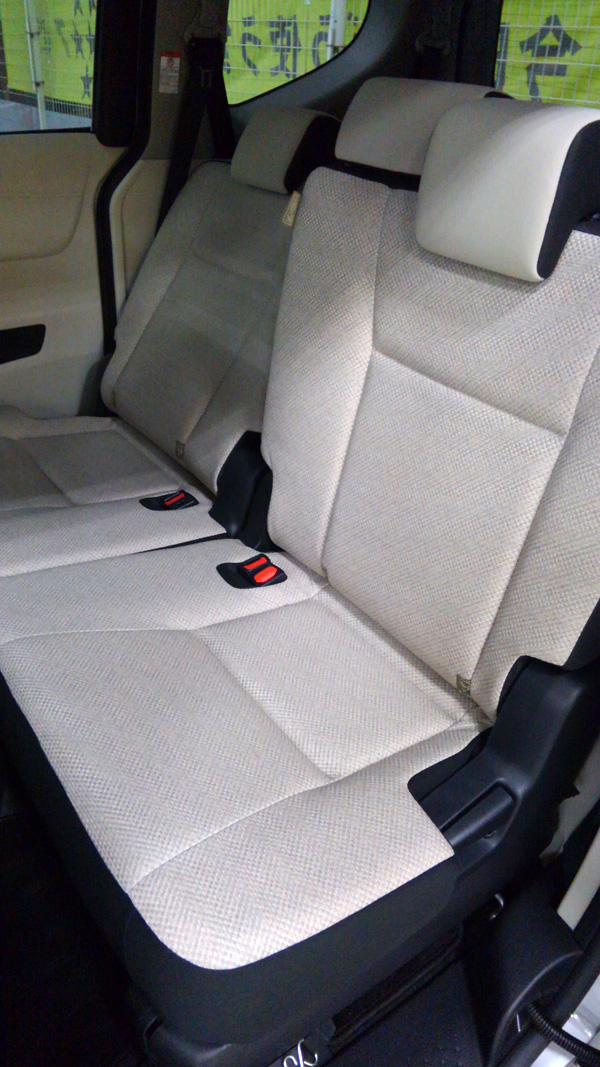 トヨタ新型シエンタ シート フロマージュ×フロマージュ
