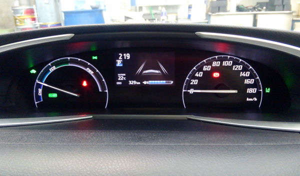 トヨタ新型シエンタ ハイブリッド車メーター