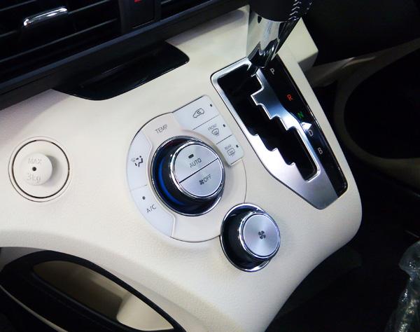 トヨタ新型シエンタ オートエアコン