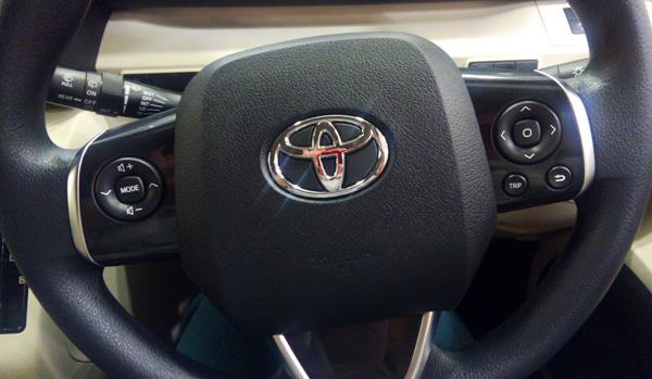 トヨタ新型シエンタ ガソリン車Xグレードのハンドル