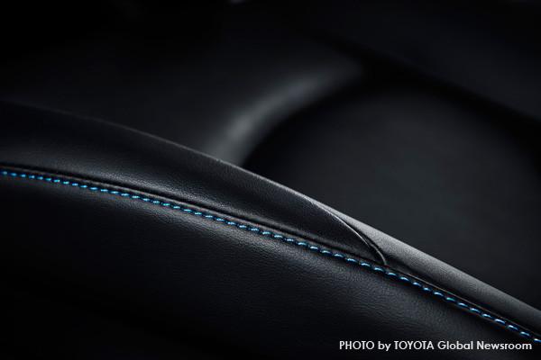 トヨタ新型プリウス 本革シート