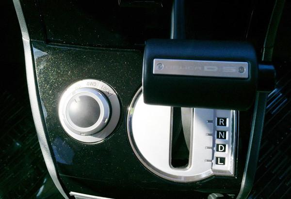 デリカ D:5 D-Power package ドライブモードセレクター(シフトレバー左側)