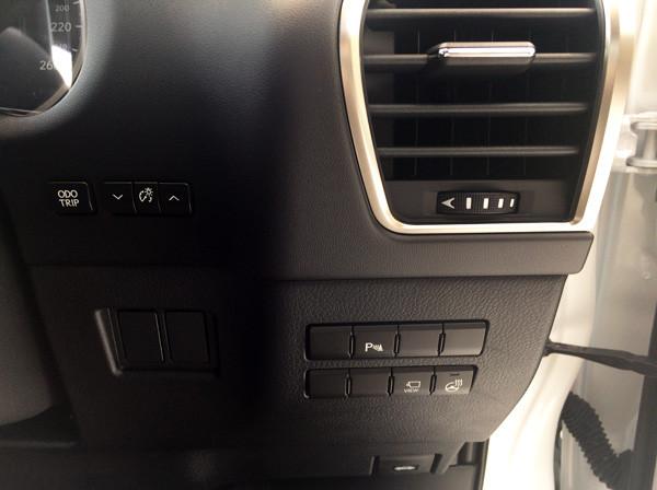 レクサス・NX 運転席スイッチ