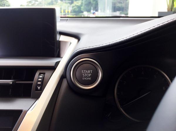 レクサス・NX エンジンスタートボタン