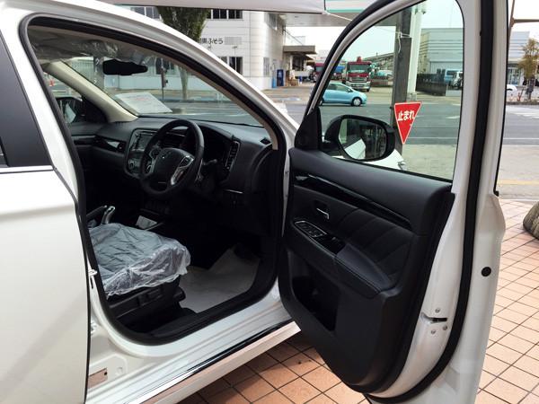 三菱・アウトランダーPHEV 運転席ドア