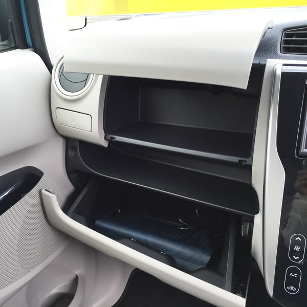 三菱・eKワゴン グローブボックス