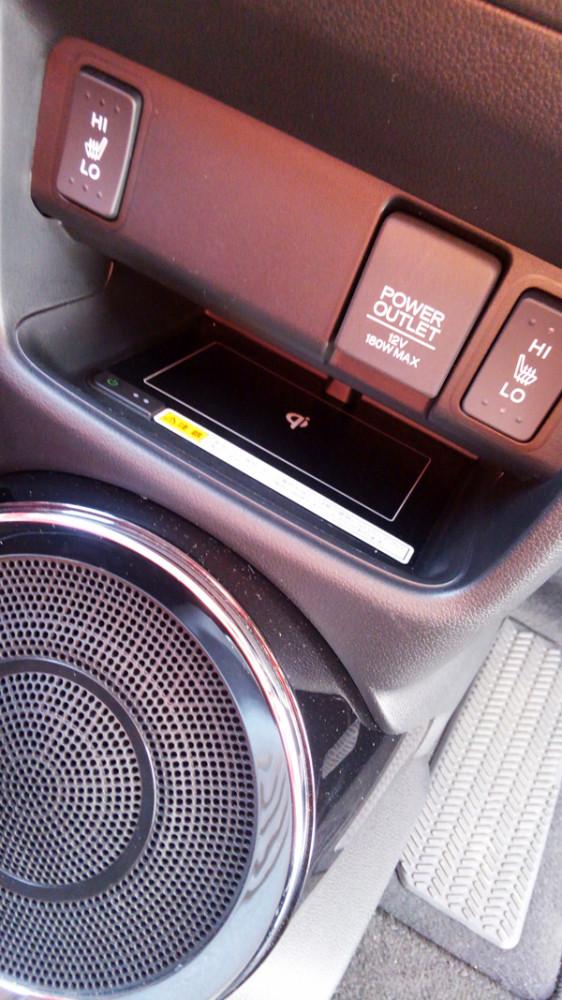 ホンダ・N-BOXスラッシュ ワイヤレス充電器(サウンドマッピングシステム)
